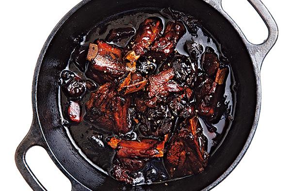 入れるだけ~♪のダッチオーブンレシピFILE(Vol.8)「ベーコンとキノコのクリームパスタ」