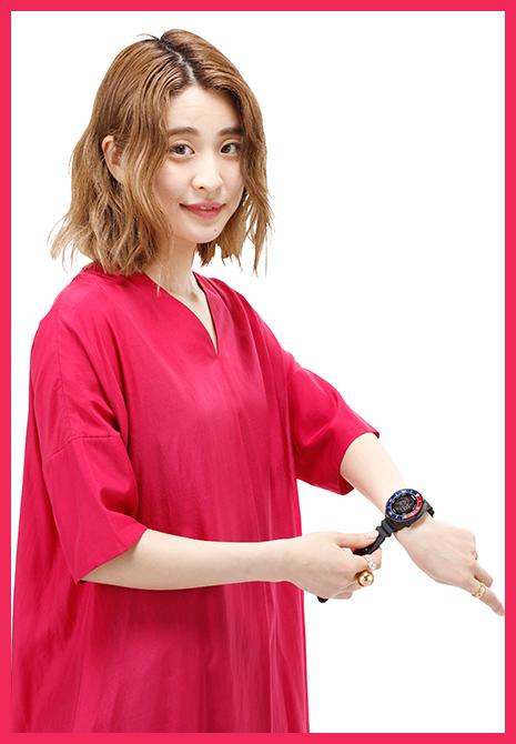 「女性があえてメンズサイズの時計を着けることが流行ってますが、重たい時計はやっばりストレス。その点これは軽く装着でき、嬉しいですね」(浅野さん)
