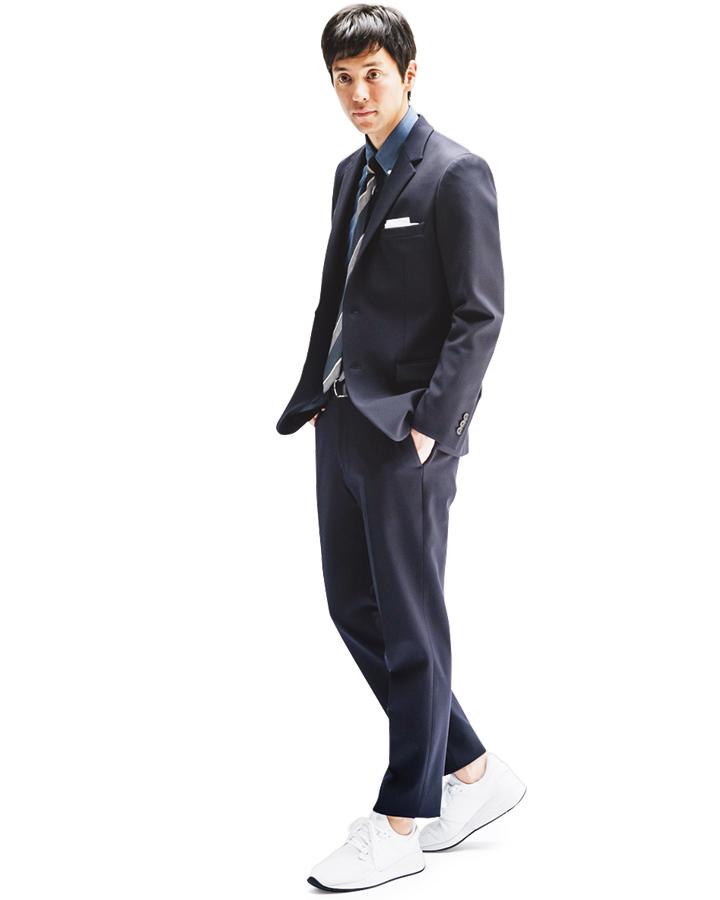 スーツスタイルをさらりとハズす