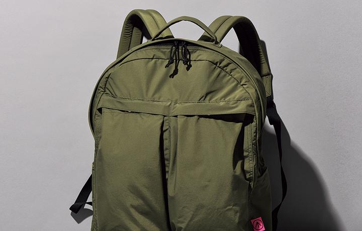 """""""定番""""バッグは唯一無二のアウトドアヘルメットパック"""