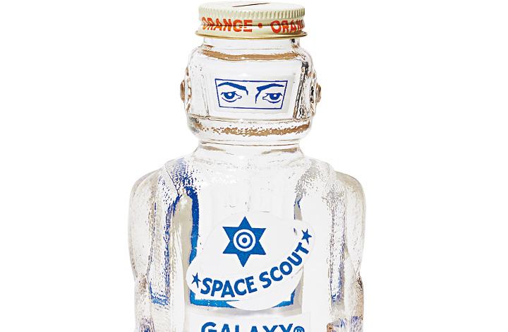 """""""未来の""""宇宙飛行士が部屋で睨みを利かせます"""