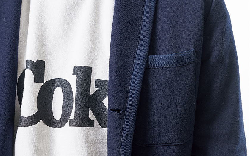スウェットにスウェットジャケットを羽織って統一感を