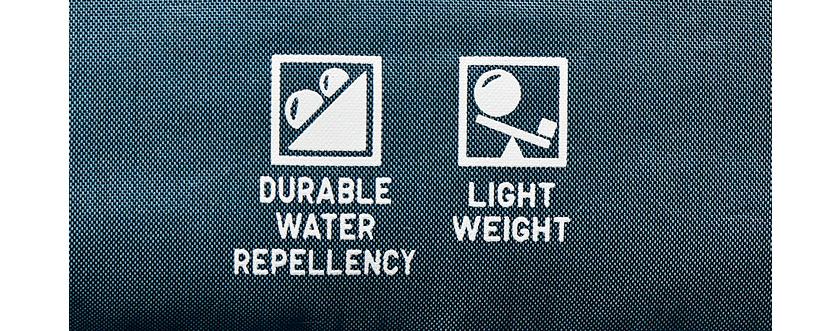 持ち前の軽量性に加え、撥水性も備える