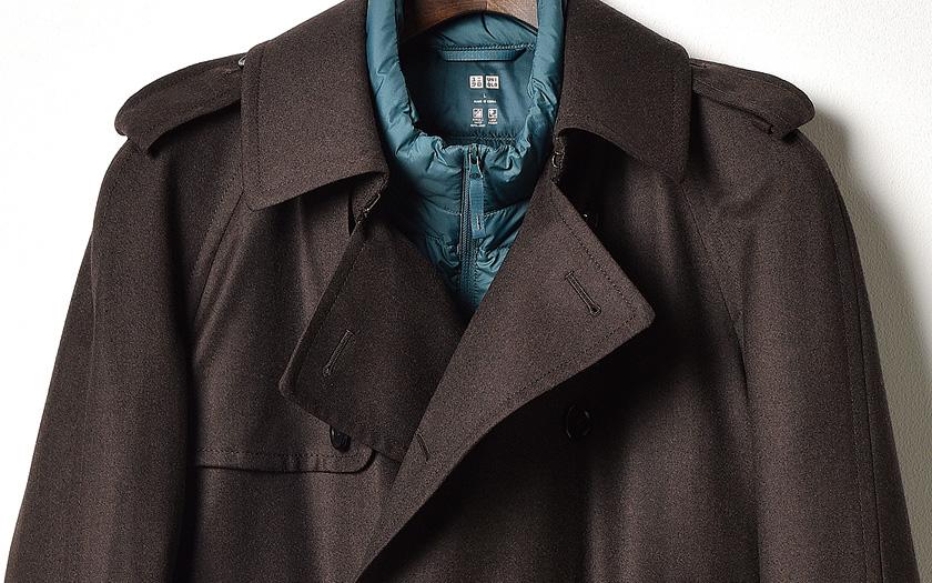 品のあるブラウンのコートにユニクロのウルトラライトダウンジャケットで、新鮮アクセントのアウターが出来上がり!