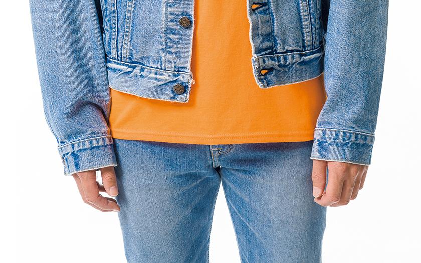 Tシャツの裾はジャケットより長く!