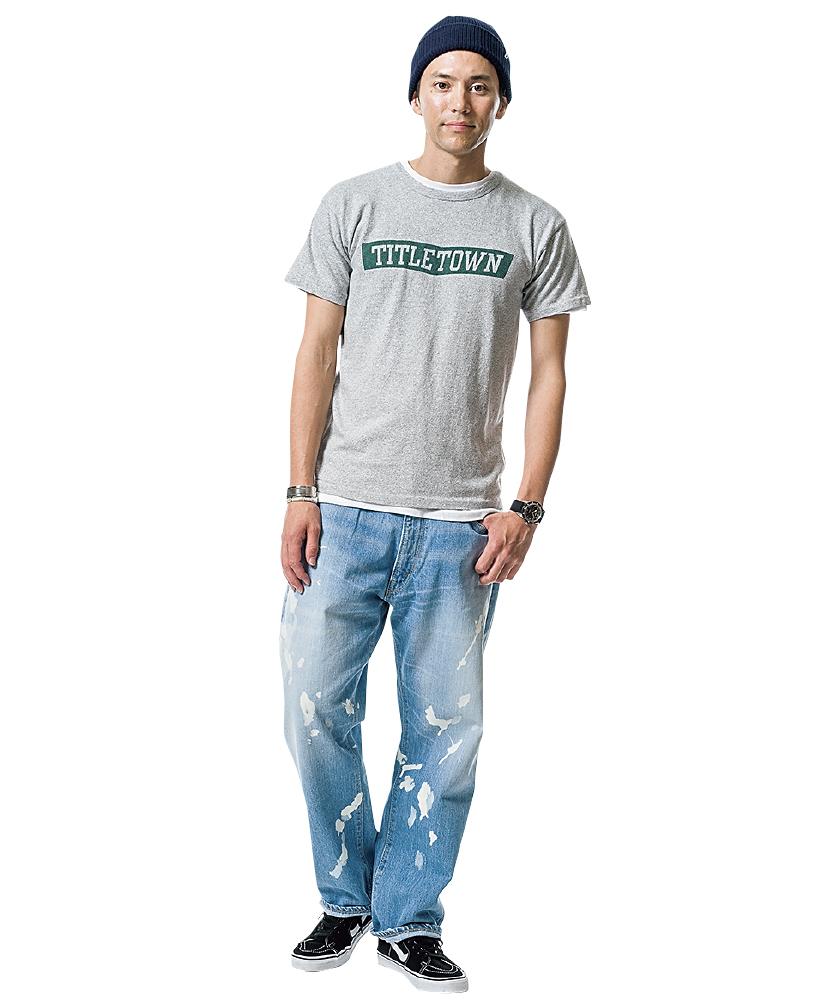 チャンピオンのTシャツ×ブルーブルーのブリーチアウトディキシージーンズ