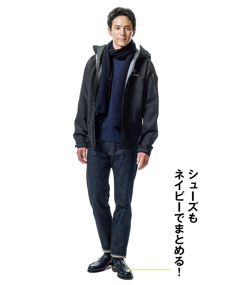 ブラックのソリッドなシェルはジャケット代わりに着るのが◎