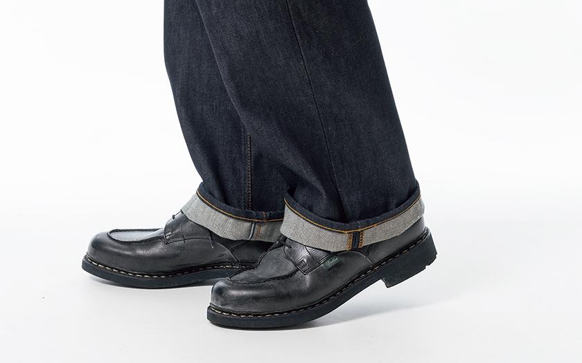 ワイドデニムは靴が程よく隠れる丈感が正解<