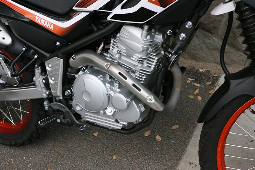 「セロー250」のエンジンは空冷の単気筒で、粘りのあるトルク感が身上。