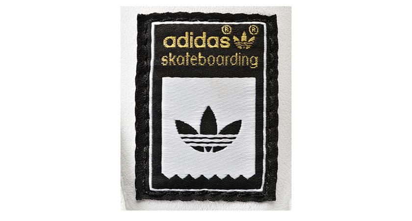 アディダス(adidas)のロゴ