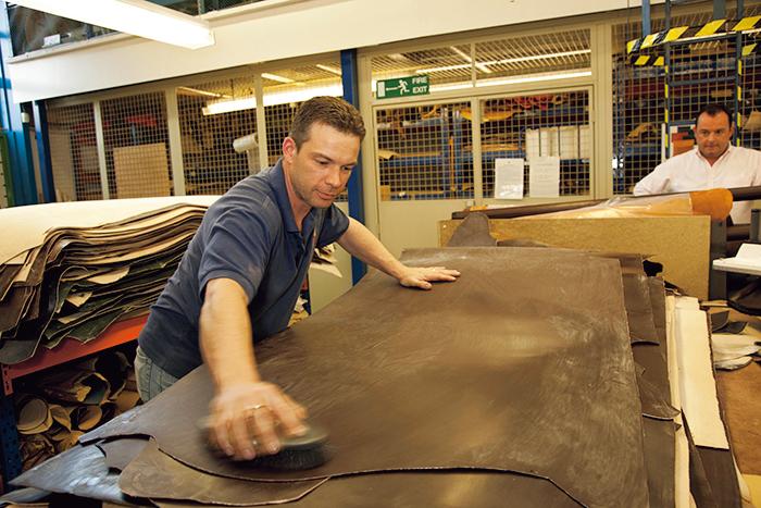 ロウビキ 革小物 製作過程