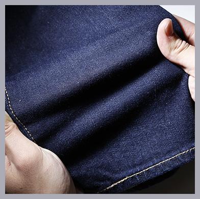 ストレッチデニムを採用。デニム本来の風合いはそのままに、テーパードシルエットを快適に楽しめます。何度洗濯しても、伸びきってしまうこともありません。501®、505™などと並ぶコアフィットの一角として、今後さらにその存在感を増していくでしょう。