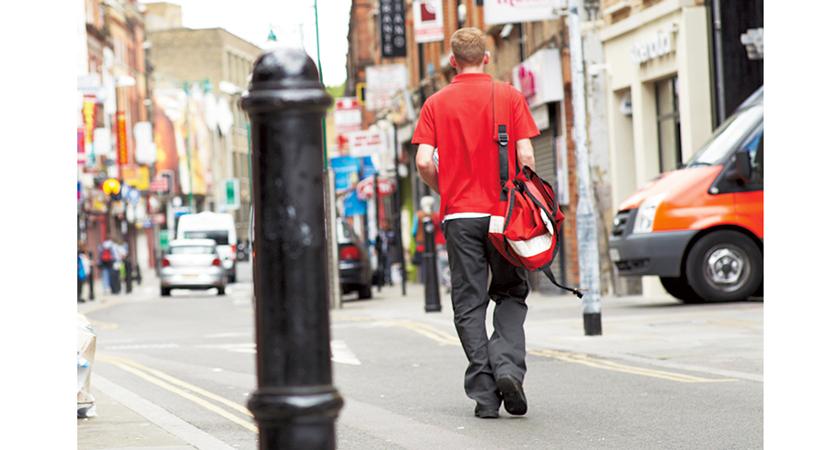 MICHAEL LINNELL マイケル リンネルのビッグメッセンジャーバッグ 赤色バージョン写真