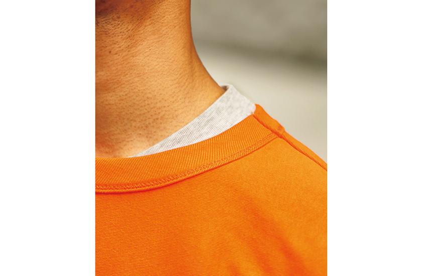 ビューティ&ユースのTシャツ ヘインズ×ビューティ&ユースのTシャツ 首元