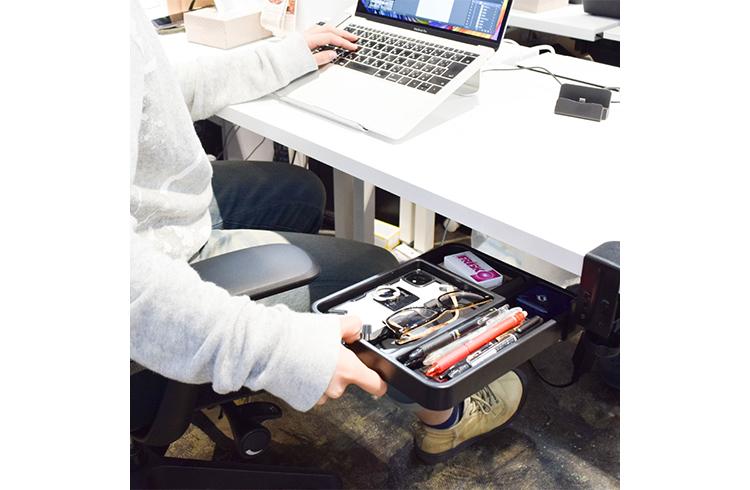 PC作業しながら手ぶらで通話! ネックスピーカーの真価を実感【在宅勤務向上計画 vol.1】