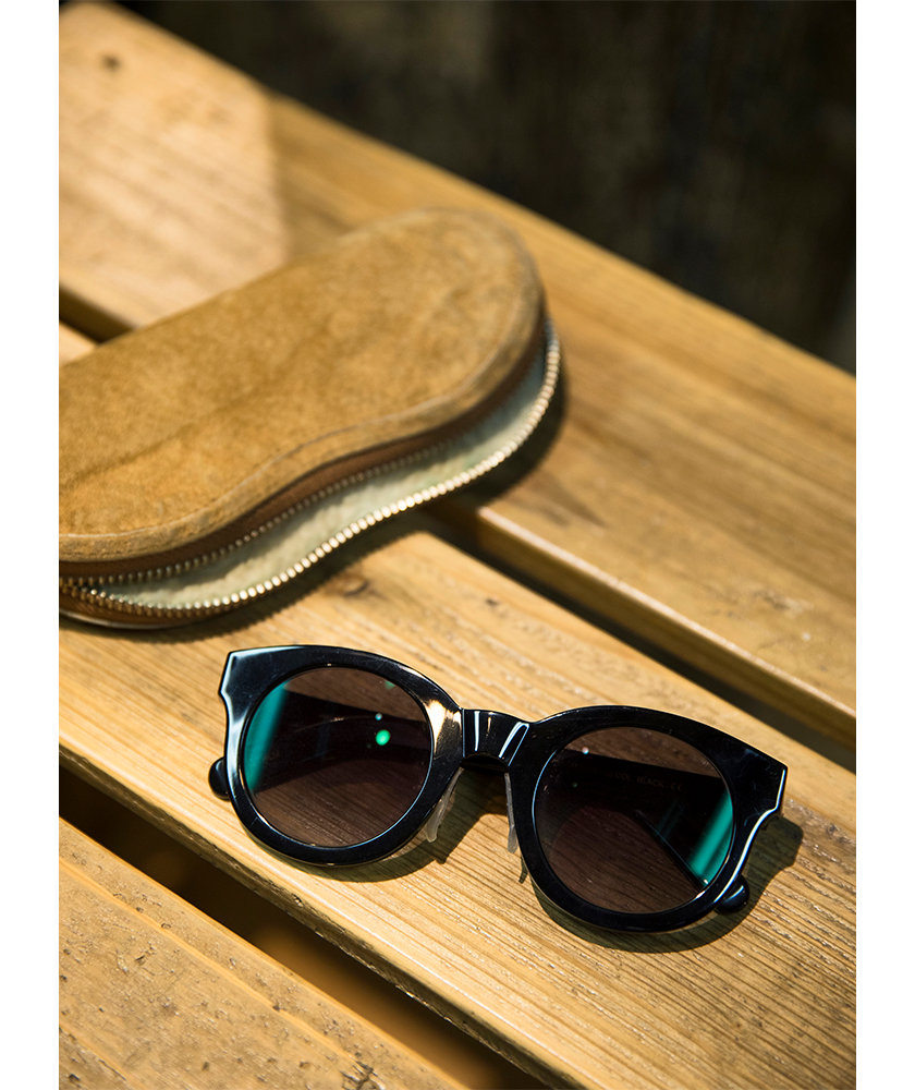 モノクル アイウェアのサングラス