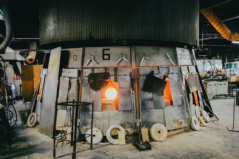北洋硝子の工場内にある炉