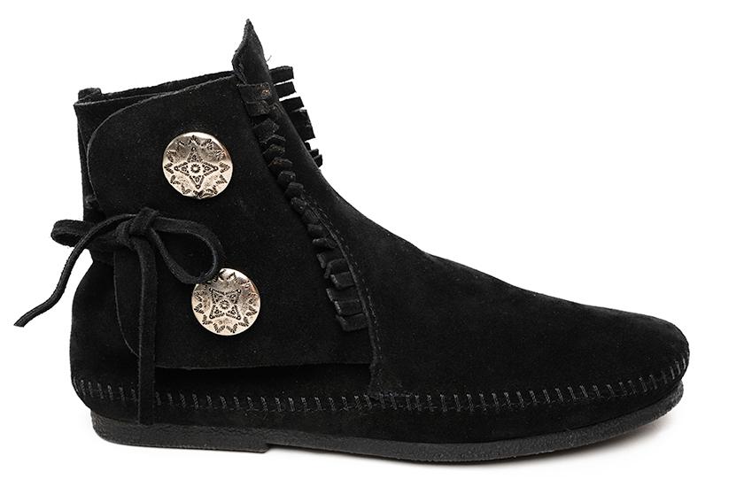 MINNETONKA ミネトンカのトゥーボタン ブーツ ブラック