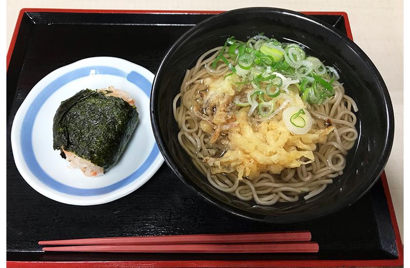 ごん兵衛 天ぷらそば おにぎり 半カレー