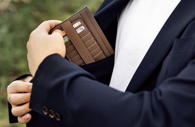 W字とV字が財布の可能性を広げた!? 土屋鞄製造所のジップウォレット