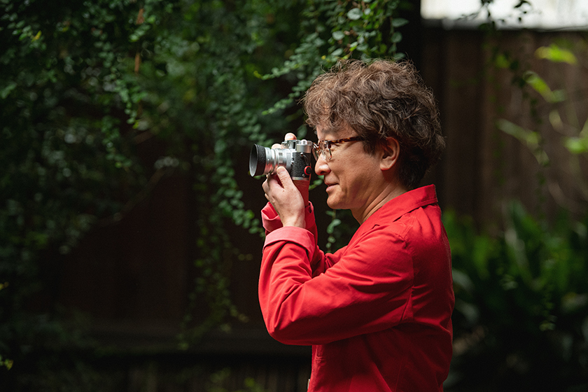 カメラを構える山内Dr.隆義